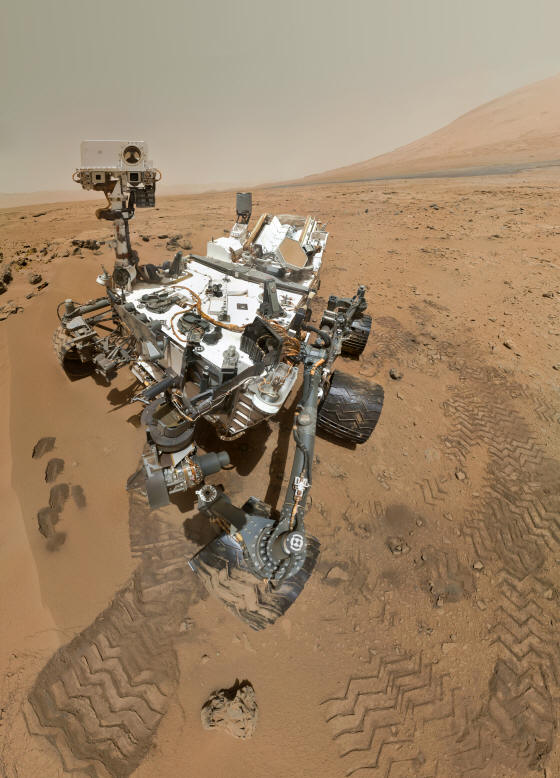 (MSL) CURIOSITY  MARS SCIENCE LABORATORY - SELF PORTRAIT ON MARS AT HALE CRATER